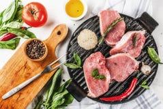 Сырое мясо, стейки свинины Стоковые Изображения
