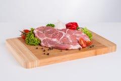 Сырое мясо с украшением стоковое изображение