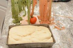 Сырое тесто макаронных изделий и хлеба Стоковая Фотография RF