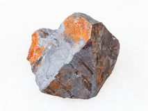 Сырцовая руда гематита на белизне стоковое изображение rf