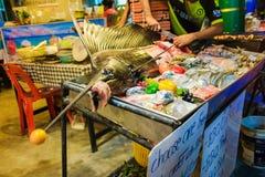 Сырцовая рыба sward на льде продавая в свежем рынке морепродуктов на Lipe Стоковые Фото