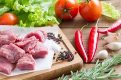 Сырцовая, свежая говядина с овощами Стоковое Изображение