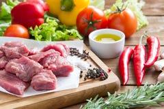 Сырцовая, свежая говядина с овощами Стоковые Изображения