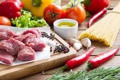 Сырцовая, свежая говядина с овощами Стоковое Изображение RF