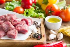 Сырцовая, свежая говядина с овощами Стоковая Фотография