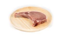 Сырцовая свиная отбивная для варить изолированную белую предпосылку Стоковая Фотография RF