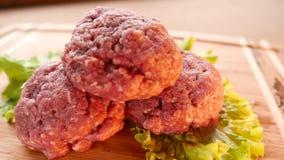 Сырцовое сочное мясо бургера акции видеоматериалы