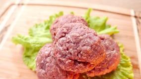 Сырцовое сочное мясо бургера видеоматериал