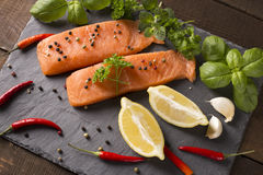 Сырцовое Salmon филе с лимоном Стоковое Изображение RF