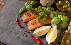 Сырцовое Salmon филе с лимоном Стоковое фото RF