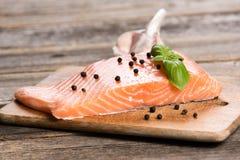 Сырцовое salmon филе с травами Стоковое Изображение RF
