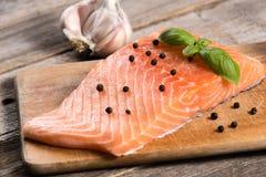 Сырцовое salmon филе с травами Стоковое фото RF