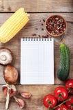 Сырцовое tagliatelle с предпосылкой овощей стоковое фото