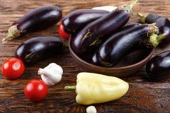 Сырцовые баклажан и томат Стоковое Изображение RF