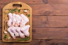 Сырцовые крыла цыпленка с специями Стоковые Фотографии RF