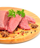 Сырцовые куски говядины и мяса изолированные на белизне Стоковые Фотографии RF