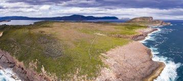 Сырцовые океан и скалы Стоковое Фото