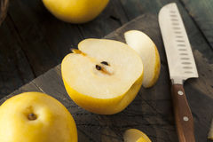 Сырцовые органические желтые груши Яблока азиата Стоковые Фото