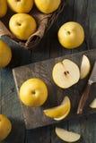Сырцовые органические желтые груши Яблока азиата Стоковое фото RF