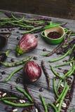 Сырцовые органические овощи на серой деревянной доске Стоковая Фотография