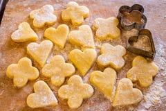 Сырцовые печенья на борту Стоковая Фотография RF