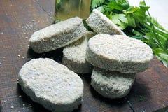 Сырцовые пирожки на доске Стоковое Фото