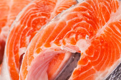 Сырцовые salmon стейки просигналены на белизне Стоковая Фотография RF