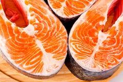 Сырцовые salmon стейки просигналены на белизне Стоковые Изображения RF