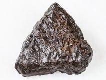 Сырцовый камень гематита на белизне стоковые изображения