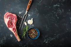 Сырцовый мраморизованный стейк мяса стоковые фото