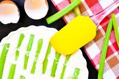 Сырцовый пирог ревеня раньше, который нужно испечь Стоковое Изображение