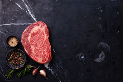 Сырцовый свежий мраморизованный стейк Ribeye мяса стоковое фото rf