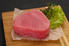 Сырцовый стейк тунца стоковое изображение