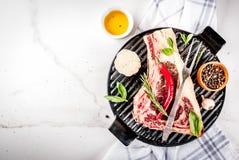 Сырцовый стейк striplon говядины Стоковая Фотография