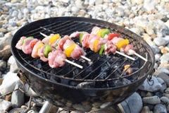 Сырцовый цыпленок skewers готовое для того чтобы сварить на барбекю Стоковые Изображения