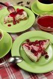 Сырцовый чизкейк ягоды vegan свободный от клейковин с замороженной поленикой Стоковые Фото