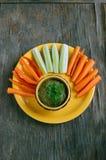 Сырцовый pasty гриба vegan с петрушкой и свежими овощами Стоковые Изображения RF