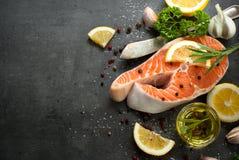 1 сырцовый salmon стейк Стоковая Фотография RF