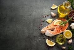 1 сырцовый salmon стейк Стоковая Фотография