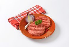 2 сырцовых пирожка гамбургера Стоковое фото RF