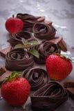 Сырые макаронные изделия и клубника шоколада Стоковое Изображение RF