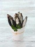 Сырые рыбы (ставрида) стоковые фото