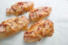 Сыр бекона и моццареллы на хлебе Стоковые Фото