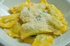 сыр заполнил домодельное ricotta ravioli Стоковые Изображения