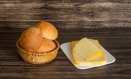 Сыр и хлебцы Стоковые Фото