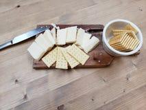 Сыр и шутихи стоковое фото