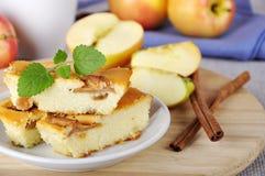 Сыр коттеджа и расстегай яблока Стоковые Изображения RF