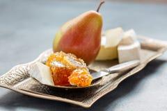 Сыр меда, груши и бри Стоковая Фотография