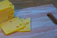 Сыр на деревянной таблице Стоковое Фото