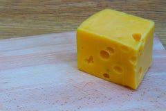 Сыр на деревянной таблице Стоковое Изображение
